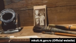 Предмети з колекцій Будинку-музею М.О. Волошина, які вивезли на виставку в Москву
