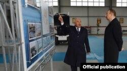 Президент Азербайджана Ильхам Алиев и начальник Каспийского морского пароходства Айдын Баширов