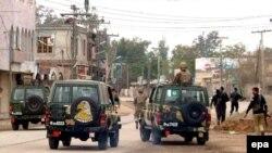 سربازان ارتش پاکستان کنترل دره اسماعیلخان را به دست گرفتهاند.