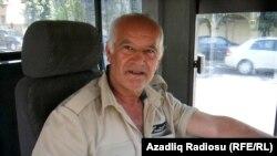 221 saylı avtobusun sürücüsü Fəzail Mehdiyev isə deyir ki, 3-4 aydır onların avtobusundan audio cihazları çıxarıblar