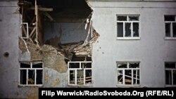 Иллюстративное фото. Разрушенный дом в Луганской области. Октябрь 2015 года