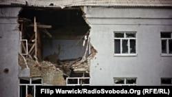 Поврежденный дом в Луганской области, октябрь 2015