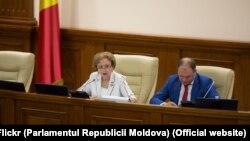 Președinta legislativului Zinaida Grecianîi şi vicepreședintele Ion Ceban. 25 iunie 2019