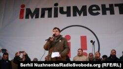 Міхеїл Саакашвілі виступає на мітингу на Європейській площі 3 грудня 2017 року