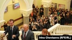 Дмитрий Медведев в здании факультета журналистики МГУ
