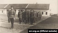 Сотня Української Галицької армії (УГА) вишикувана до походу. 1919 рік