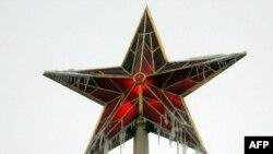 Се замрзна дури и зведата на Кремљ