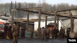 На шахте все еще ведутся спасательные работы, но надежды все меньше