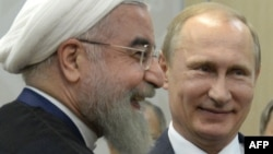 Eýranyň prezidenti Hassan Rohani (ç) we Orsýetiň prezidenti Wladimir Putin (s), Ufa, 9-njy iýul, 2015