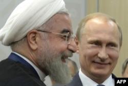 Ресей президенті Владимир Путин (оң жақта) мен Иран президенті Хассан Роухани. Уфа, 9 шілде 2015 жыл.