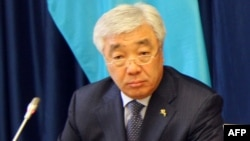 Lithuania -- Kazakh Foreign Minister Erlan Idrissov during signing ceremony in Vilnius, January 27, 2014