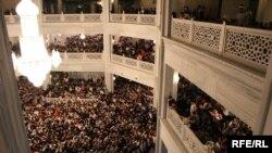 На лекции Чубак ажы Жалилова и Абдышукура Нарматова в Москве. Февраль 2016 года