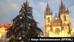 Прагадагы Ыйсанын туулган күнү майрамына арналып тигилген балаты.