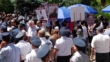 Сторонники Роберта Кочаряна у здания Апелляционного суда, Ереван, 12 июня 2019 г.