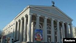 Здание Донецкого академического украинского музыкально-драматического театра