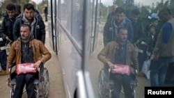 Izbeglice prelaze iz Srbije u Hrvatsku, mesto Berkasovo, 1. oktobar 2015.