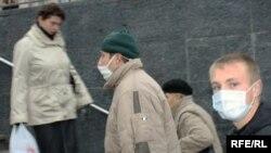 La Kiev se mai găsesc măşti de protecţie