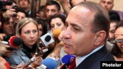 Armenia - Parliament speaker Hovik Abrahamian speaks to journalists at the National Assembly, Yerevan, 2Oct2012.