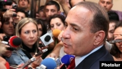 Armenia - Parliament speaker Hovik Abrahamian speaks to journalists at the National Assembly, Yerevan, 02Oct2012.