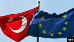 Եվրամիության եւ Թուրքիայի դրոշները Ստամբուլում, հոկտեմբեր, 2005 թվական