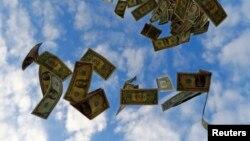 Улуттук банк доллар сатууга чектөө киргизүүгө көргөзмө бербегендигин айтууда.