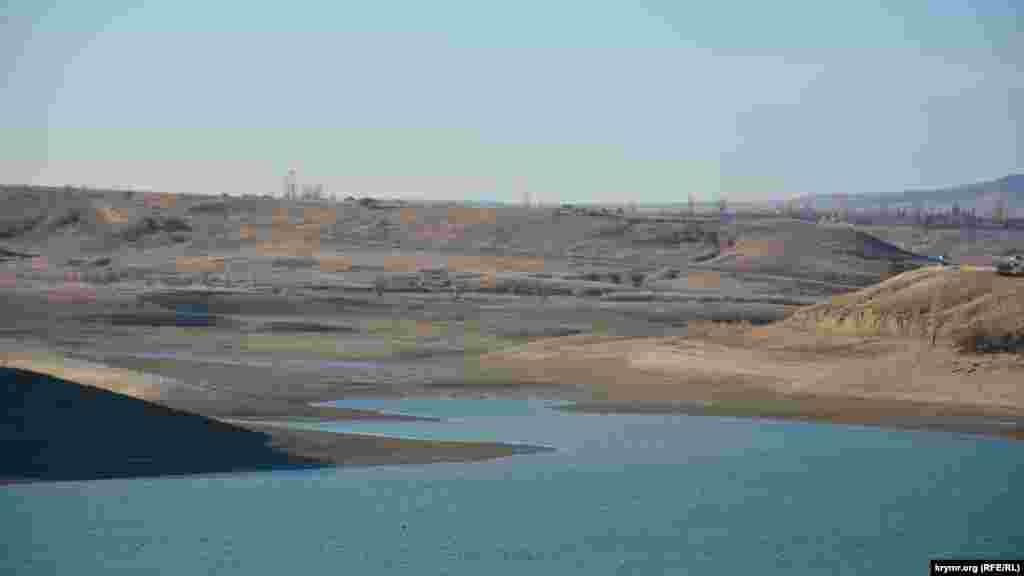 Экосистемам водоемовнанесен ущерб. На дне Белогорского водохранилища наблюдали скопления тысяч ракушек от вымерших пресноводных моллюсков, некогда обильно населявших водоем и очищавших его воду. Гибель моллюсков произошла вследствие рекордного снижения уровня воды в водохранилище после 2015 года.Верховья Белогорского водохранилищаполностью высохлиеще в сентябре