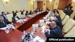 Cовещание в «совете министров» Крыма по развитию социальной сферы, октябрь 2015