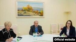 Ambasadorul american James D. Pettit la întîlnirea cu premierul Gh. Brega, Chisinau