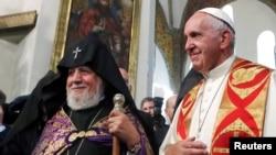 Папа римский Франциск и католикос Всех армян Гарегин II в Эчмиадзине
