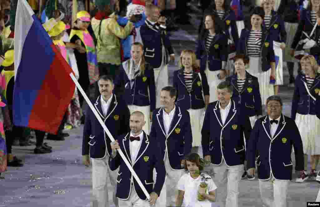 Сборная России на церемонии открытия Олимпиады. Из-за допингового скандала участие России в Олимпиаде было под вопросом до последнего времени.