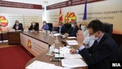 Архивска фотографија- седница на Државната изборна комисија