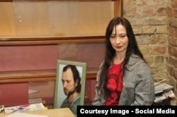 Евгения Чуприна с портретом Олеся Ульяненко
