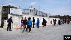Архивска фотографија: Мигранти во кампот Мориа на островот Лезбос
