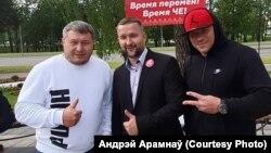 Андрэй Арамнаў (зьлева) з кандыдатам упрэзыдэнты Сяргеем Чэрачнем (у цэнтры)