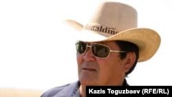 Тракторист Тлеуберген Жумадилов. Восточно-Казахстанская область, поселок Урджар, 24 мая 2011 года.