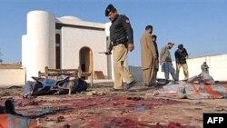 به گفته مأموران اطلاعاتی پاکستان، نزدیک به ۵۰ نفر در این انفجار جان باخته اند اما هنوز نمی توان آمار دقیق را اعلام کرد.