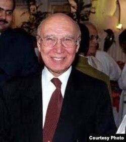 د پاکستان د مالي چارو پخوانی وزیر سرتاج عزیز