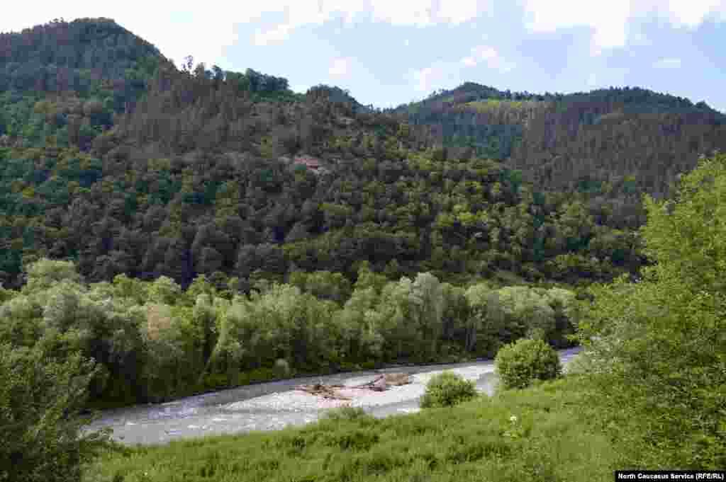 Аланское городище находится в живописном месте в ущелье реки Большой Зеленчук в Карачаево-Черкесии