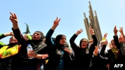 Билікке наразылық танытып тұрған күрд әйелдері. Стамбул, 16 мамыр 2011 жыл. (Көрнекі сурет)