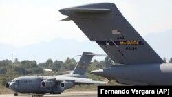 Un avion american cu ajutoare umanitare pe aeroportul Cucuta, din Columbiam,