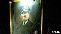 "Portret Adolfa Hitlera na zidu u apartmanu Hotela ""Mr President"""