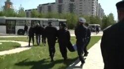 """Полиция """"Бәйтерек"""" маңындағы жұртты әкетті"""