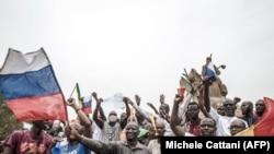 Демонстрация под российскими флагами в Мали