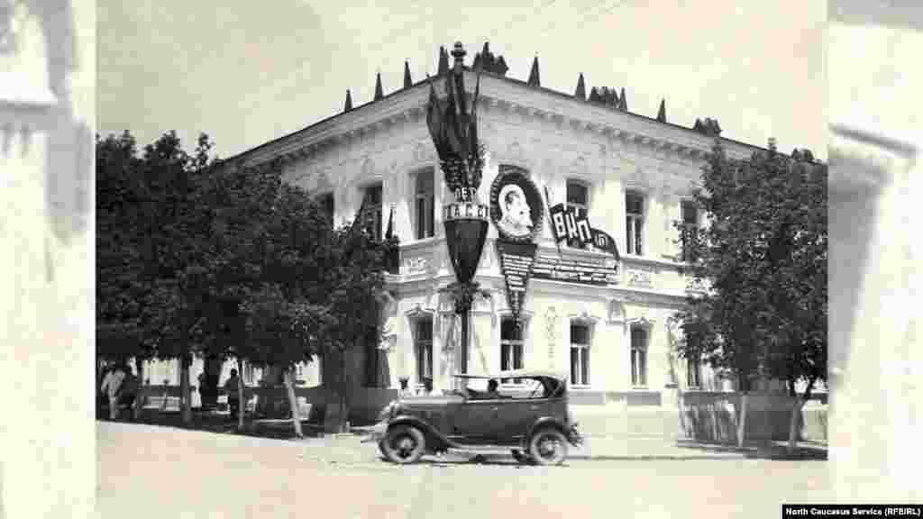 Здание на перекрестке ул. Маркова и Горького, ныне здесь находится Национальный музей им А.Тахо-Годи.