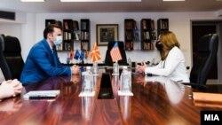 Министерот за надворешни работи Бујар Османи и американската амбасадорка Кејт Мери Брнс