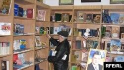 Перший покупець. Виставково-презентаційний центр української книги в Сімферополі