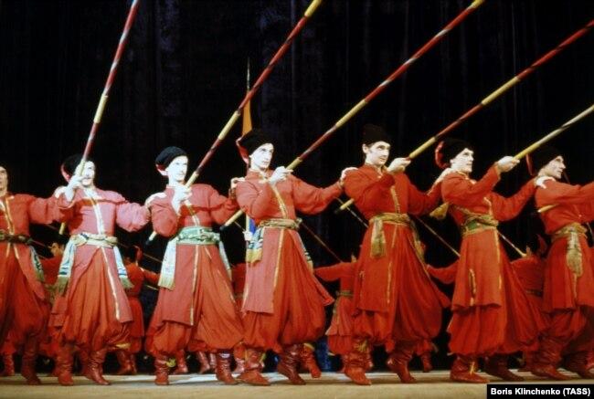 Під час танцю «Запорожці», 1977 рік