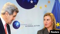 Джон Керри и Федерика Могерини во время встречи в Брюсселе
