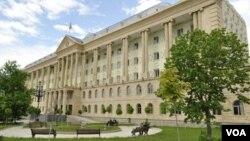По словам Марины Мусхелишвили, формально суды в Грузии есть, фактически – их нет, и именно поэтому в основном затягивается расследование нарушений предыдущей власти