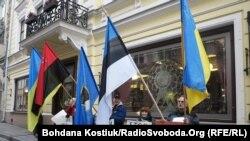 Акция протеста у посольства России в Таллине